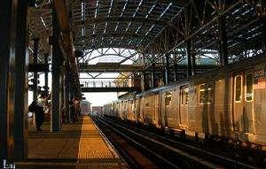 纽约非裔地铁上遭歧视 华裔女子打抱不平获点赞