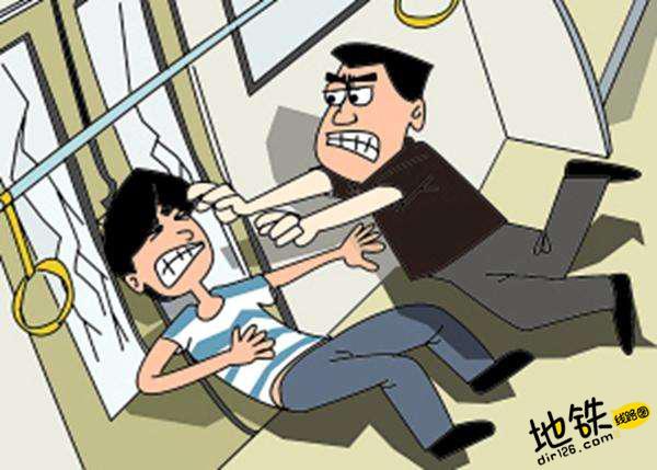 乘地铁被挤互殴 致对方眼球摘除