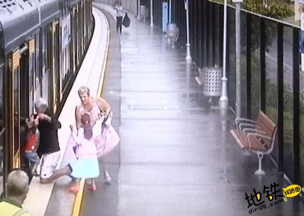 澳男童失足落入地铁轨道 性命无虞死里逃生