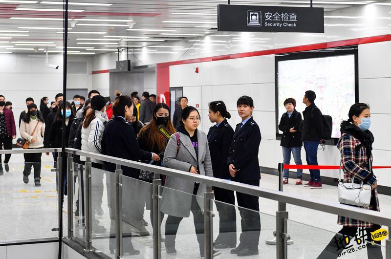 长春首条地铁线开通前举行应急演练