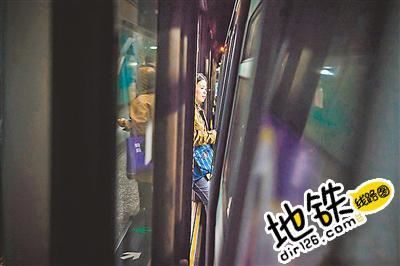 繁忙的地铁繁忙的人