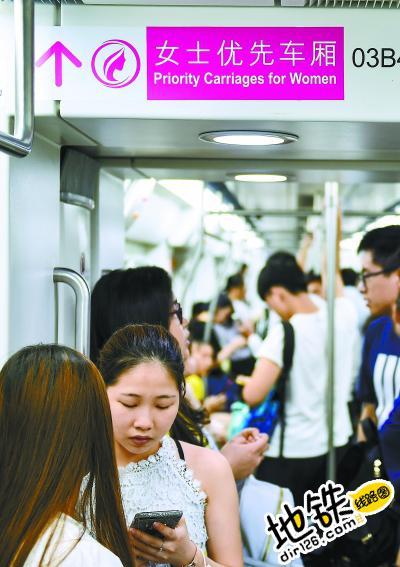深圳地铁首设女士优先车厢