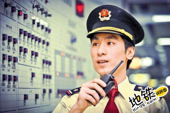 """作为一名地铁值班站长,我是如何应对""""白夜休休""""的?"""
