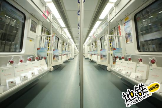 深圳地铁惊现千份七夕礼物,乘客直呼太暖心!