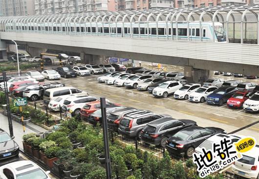 武汉地铁站停车场收费不一 专家建议应更优惠