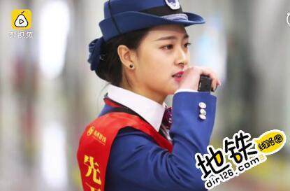 """杭州地铁网红女神 """"小赵丽颖"""":好好工作更重要"""