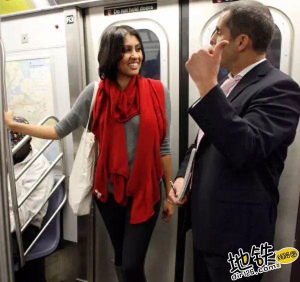 约会狂魔教你在地铁里如何搭讪 勾搭 地铁卡 搭讪 约会 地铁 轨道休闲  第2张