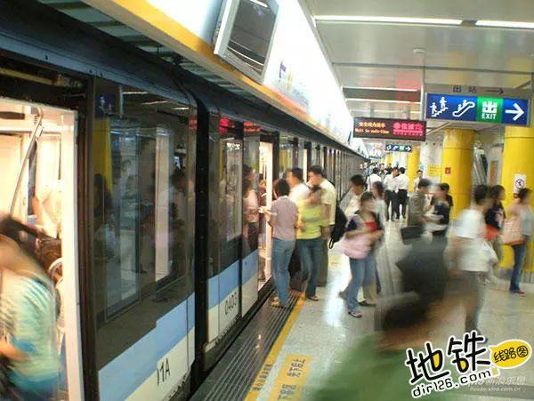 约会狂魔教你在地铁里如何搭讪 勾搭 地铁卡 搭讪 约会 地铁 轨道休闲  第4张