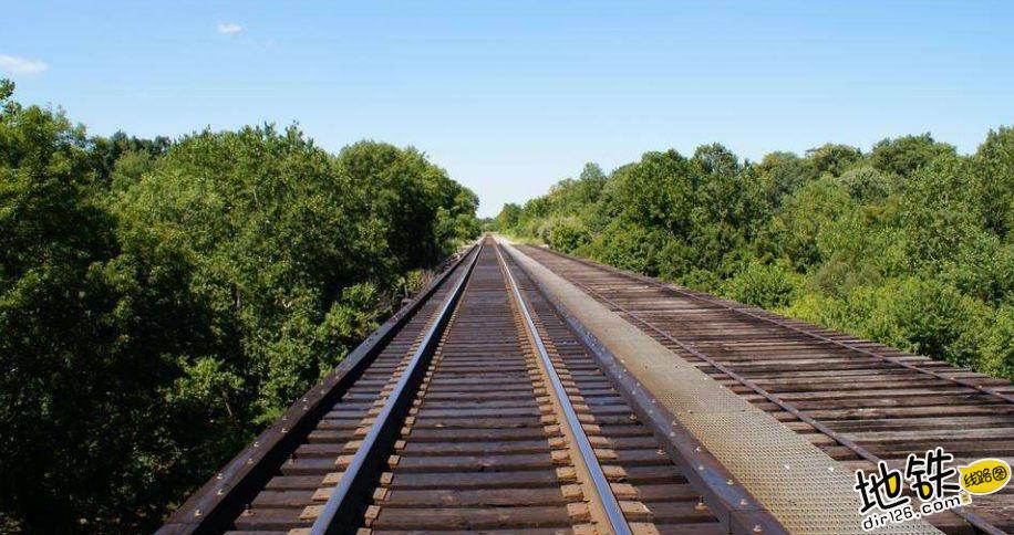 为什么地铁轨道不是钢材? 高锰钢 运输 钢材 轨道 地铁 轨道知识  第2张