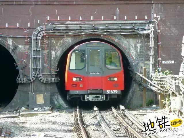 """地铁到底该叫""""Metro""""还是""""Subway""""? 出行方式 underground subway metro 地铁 轨道知识  第3张"""