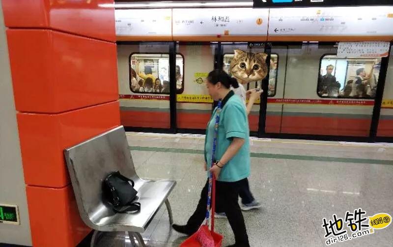 地铁保洁:这些地方最容易捡到宝贝