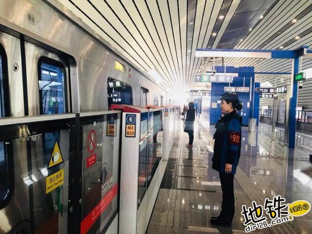 """不可不看的地铁""""门""""道 固定门 端门 应急门 滑动门 屏蔽门 地铁 轨道知识  第4张"""