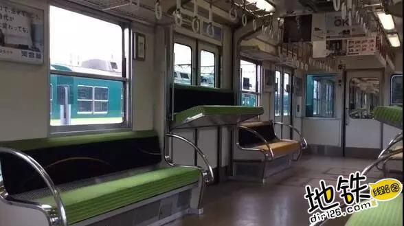 从天而降的地铁座位 乘客 通勤 地铁 座位 京阪电车 轨道动态  第2张