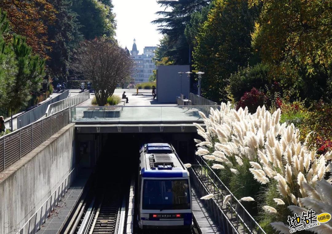 """What?!""""富得流油""""的发达国家,竟只有一个城市地铁? 检票 无人驾驶 洛桑 地铁 瑞士 轨道动态  第5张"""