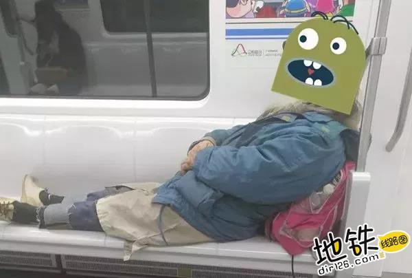 地铁上的素养与爱情!老奶奶无意占座,老伴温柔拉回身边 好评 文明乘车 爱情 素养 长春地铁 轨道动态  第5张