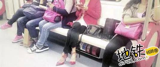 地铁上的素养与爱情!老奶奶无意占座,老伴温柔拉回身边 好评 文明乘车 爱情 素养 长春地铁 轨道动态  第6张