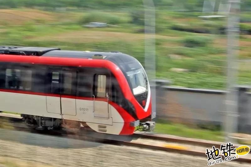 """常州地铁1号线首列车""""红小梦""""上轨""""试跑"""" 试验 轨道 试跑 小红车 常州地铁 轨道动态  第2张"""