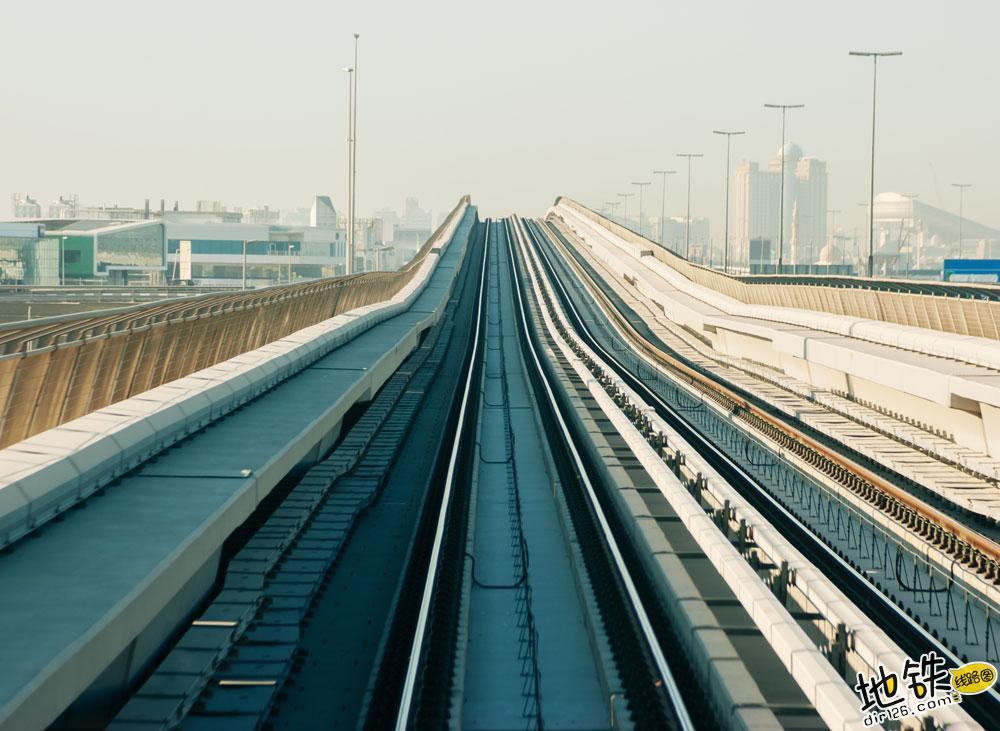 浅析城轨地铁轨枕与无砟轨道和有砟轨道的区别 无砟道床 有砟道床 轨枕 地铁 轨道 轨道知识  第2张