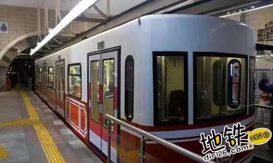 全球最短地铁: 全长573米, 仅两个站