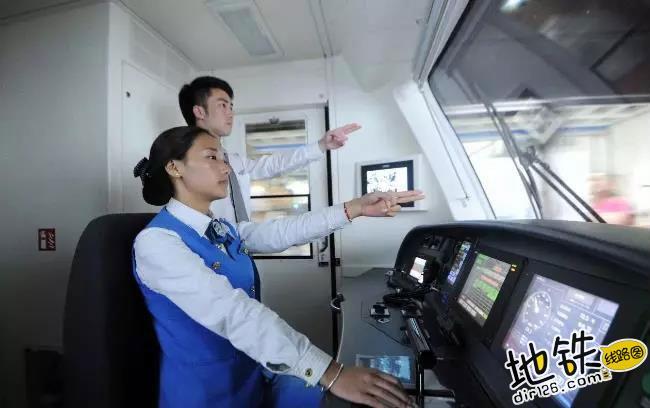 近距离实拍:地铁司机最真实的工作画面