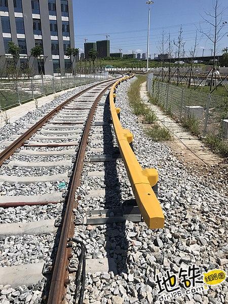 地铁轨道的四轨供电到三轨供电 电流 绝缘 三轨 轨道 地铁 轨道知识  第1张
