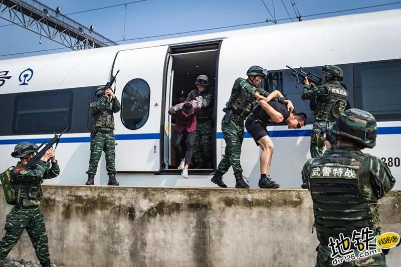 """高铁被""""劫持""""?武警紧急出动! 高铁 八一 旅客 暴恐分子 动车 轨道动态  第10张"""