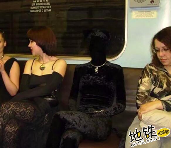 """开心一刻:地铁上的""""怪人"""",请开始你们的表演! 怪人 地铁 交通 城市 轨道休闲  第9张"""