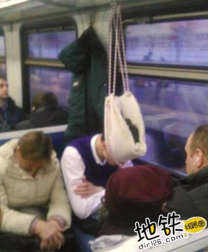 """开心一刻:地铁上的""""怪人"""",请开始你们的表演! 怪人 地铁 交通 城市 轨道休闲  第11张"""