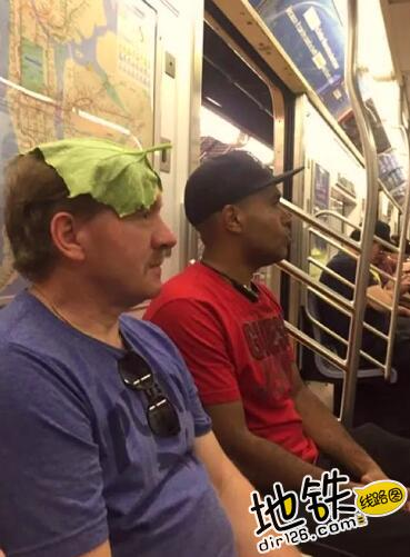 """开心一刻:地铁上的""""怪人"""",请开始你们的表演! 怪人 地铁 交通 城市 轨道休闲  第12张"""