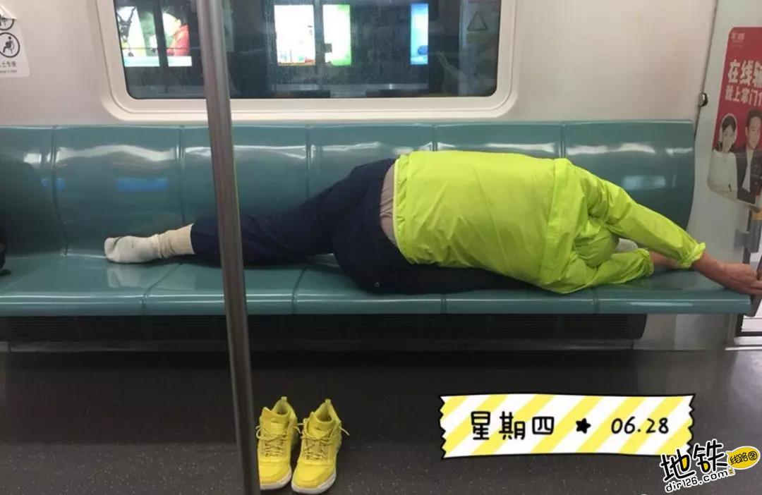 """开心一刻:地铁上的""""怪人"""",请开始你们的表演! 怪人 地铁 交通 城市 轨道休闲  第13张"""