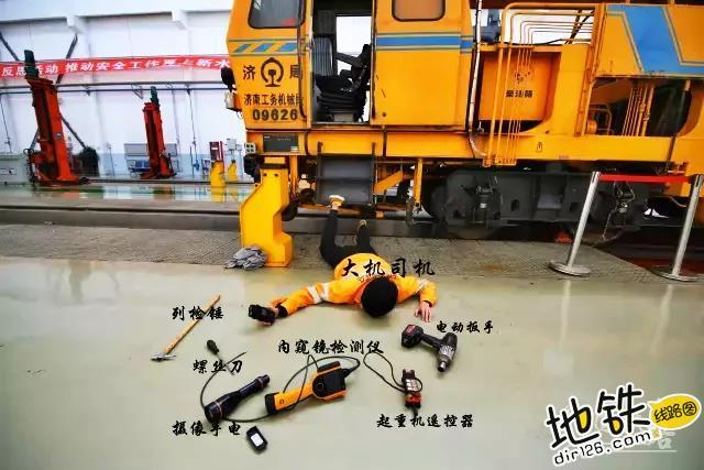 """各行各业都在""""摔倒炫富"""",怎么能少了铁路人? 铁路人 线路工 列车长 摔倒炫富 铁路 轨道休闲  第8张"""
