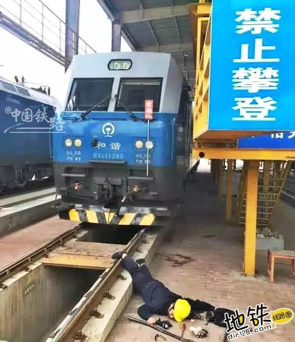 """各行各业都在""""摔倒炫富"""",怎么能少了铁路人? 铁路人 线路工 列车长 摔倒炫富 铁路 轨道休闲  第11张"""