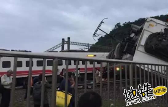 突发!台湾宜兰火车出轨 已致至少17人遇难101伤