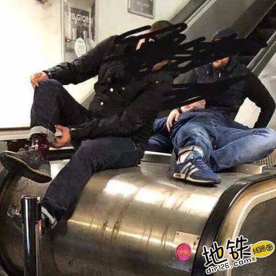 乘梯安全不容忽视 罗马地铁电扶梯遭球迷狂踩坍塌 安全 乘客 电扶梯 球迷 罗马地铁 轨道动态  第2张