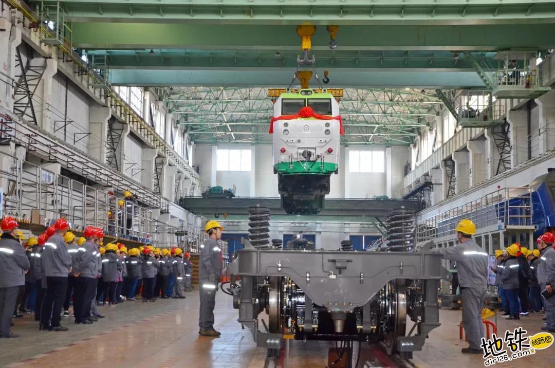首台永磁直驱电力机车,每小时可节约电能200度 人机工程学 交流电 环保 永磁 电力机车 轨道动态  第3张