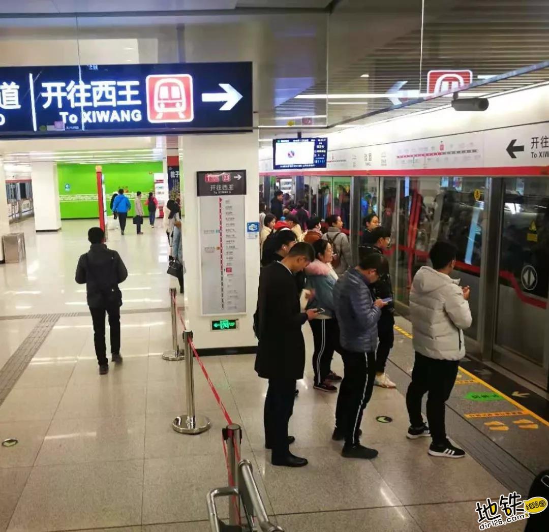 危险!乘坐地铁时请拒绝这种行为 安全 乘客 地铁 车厢 抢上抢下 轨道动态  第3张