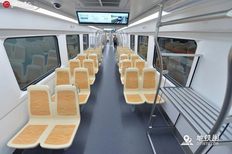 国内首列时速140公里地铁正式下线亮相 亮相 下线 成都地铁 时速 轨道动态  第2张