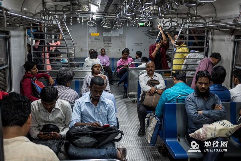 印度孟买地铁:无安检、检票,车门全程开着,有女性专用车厢  铁路 车厢 检票 安检 孟买地铁 轨道动态  第2张