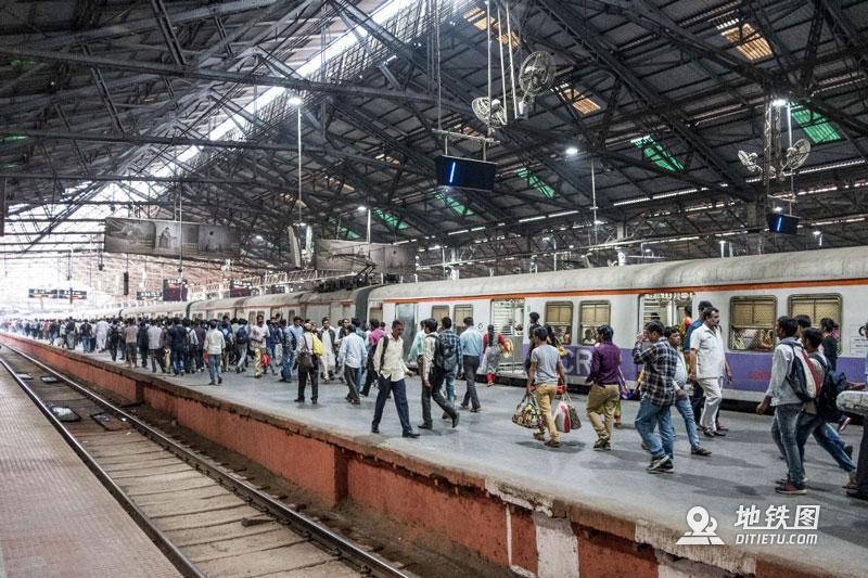 印度孟买地铁:无安检、检票,车门全程开着,有女性专用车厢  铁路 车厢 检票 安检 孟买地铁 轨道动态  第9张