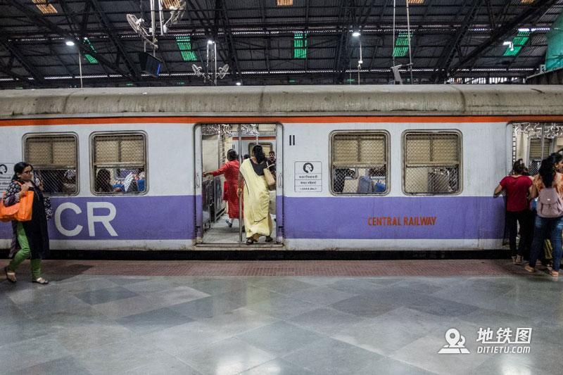 印度孟买地铁:无安检、检票,车门全程开着,有女性专用车厢  铁路 车厢 检票 安检 孟买地铁 轨道动态  第10张