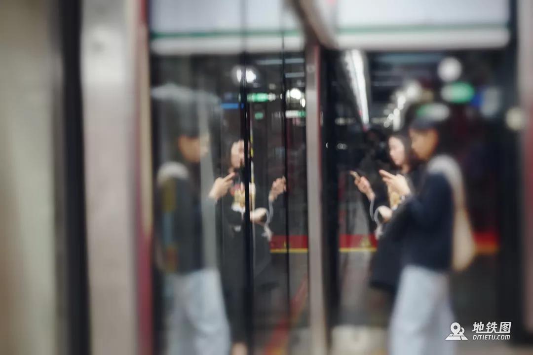 """在乘坐地铁时遇到""""咸猪手""""该怎么办? 乘客 色狼 地铁站 公共场所 咸猪手 轨道动态  第2张"""