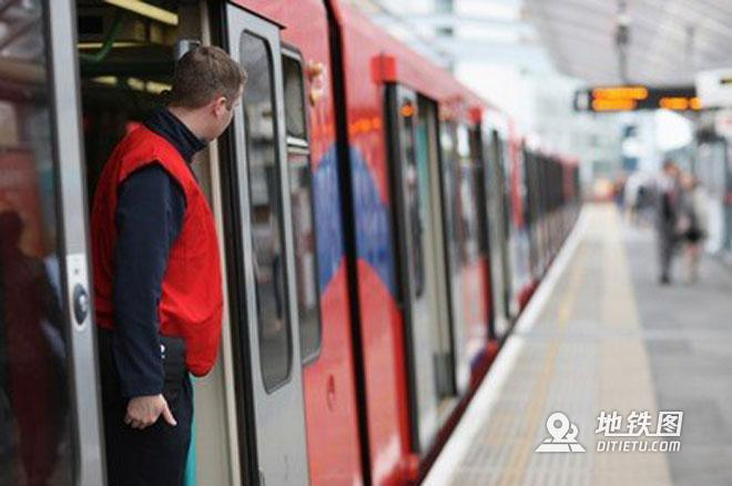 浅析城轨地铁乘务组织及其管理模式