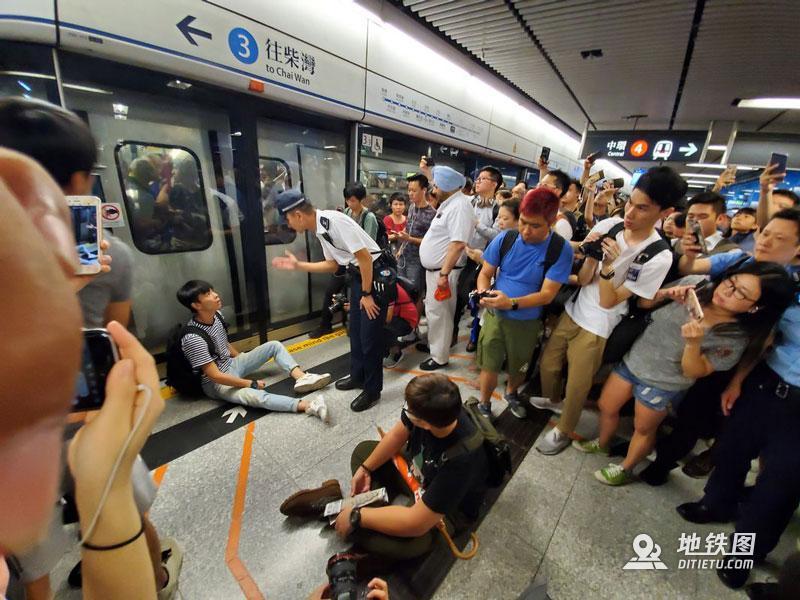 港铁运营受闹事者影响,港网民图瘫痪港铁金钟站