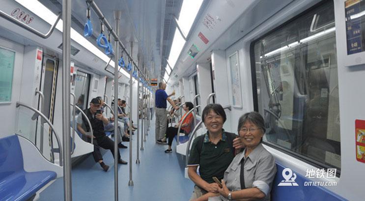 万人试乘常州地铁 秩序良好备受好评 安检 乘客 试乘 常州地铁 轨道动态  第2张