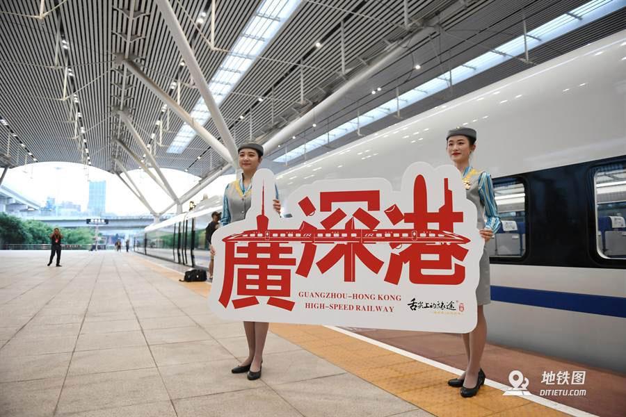 """广深港高铁通车一周年 港人赞""""一小时生活圈""""已形成"""