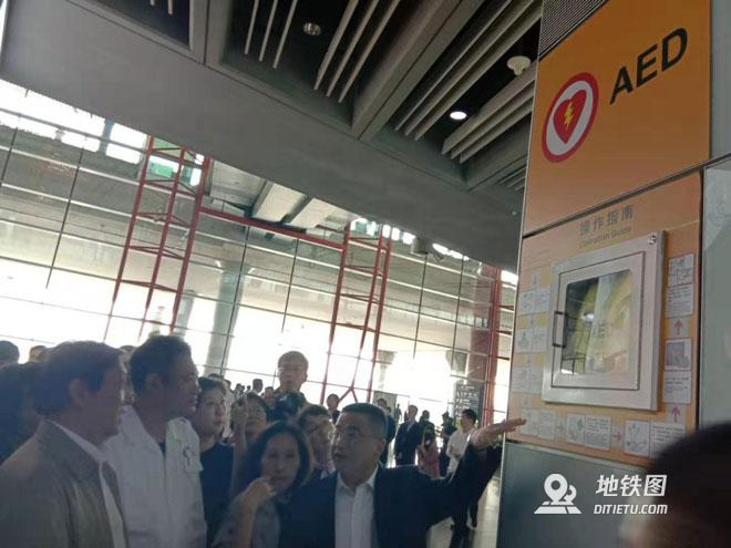 未来3年北京地铁站公园等公共场所将配备AED 机场 交通 AED 地铁站 北京 轨道动态  第1张