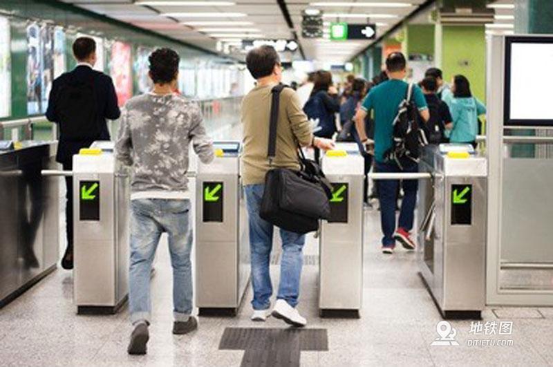 地铁站不出闸,可在收费区停留多久? 时间 列车 乘客 收费区 地铁站 轨道知识  第1张