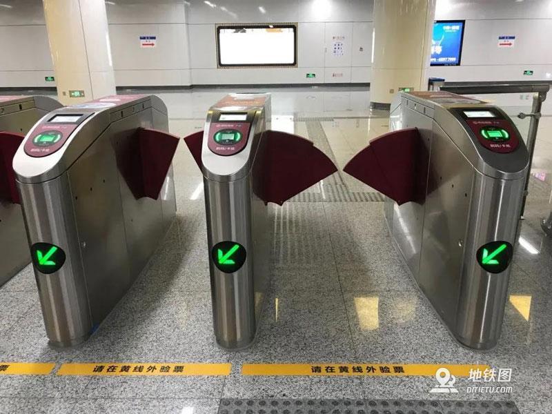地铁过闸机的正确打开方式 乘客 安全 闸机 地铁 轨道知识  第2张