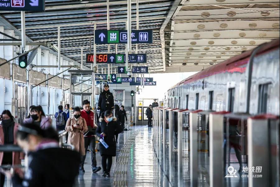 """""""勤拉快跑""""的北京地铁运营成本不升反降"""