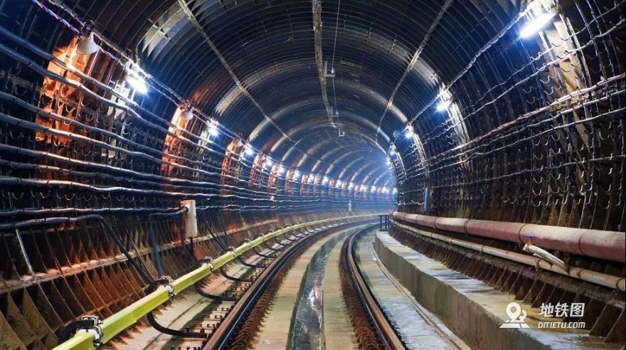 """地铁建设中""""短轨通""""和""""长轨通"""""""